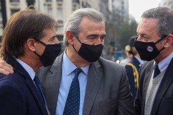 Archivo. Luis Lacalle, Jorge Larrañaga y Álvaro Delgado durante la conmemoración por el natalicio de Artigas