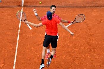Djokovic y Krajinovic, saludo sin distancias