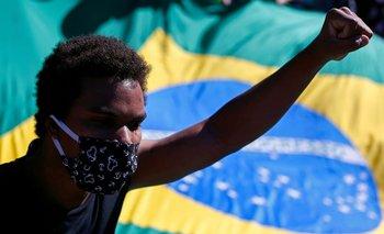 Hasta el inicio de la tarde, la prensa brasileña reportó, con imágenes de avenidas llenas de manifestantes incluidas vistas aéreas, protestas contra Bolsonaro.