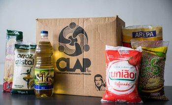 Mercado de alimentos en una caja de Los Comités Locales de Abastecimiento y Producción (CLAP), en Caracas (Venezuela)