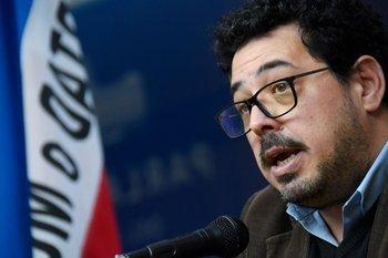 Es una de las figuras de renovación del Frente Amplio y asumió el Senado en lugar de Mujica