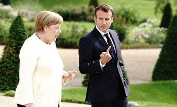 El presidente francés, Emmanuel Macron, junto a la canciller alemana, Angela Merkel, en un encuentro en la casa de huéspedes del gobierno alemán