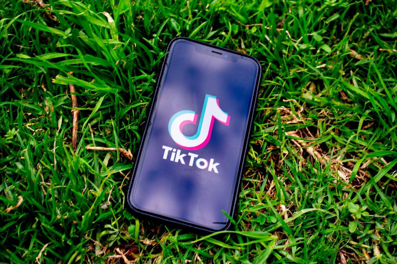 India prohíbe TikTok tras choques fronterizos con China
