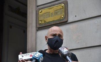 Novick dio una conferencia de prensa a la salida de una reunión con el ministro del Interior Luis Alberto Heber