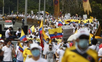 Las protestas generan más protestas, pero en contra del paro nacional; se visten de blanco