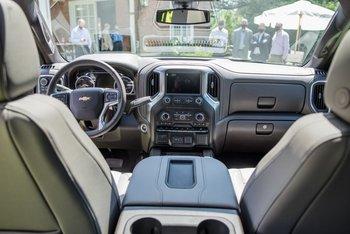 Camioneta Chevrolet Silverado por dentro.