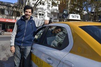 Jorge Cardaccio en la actualidad; al igual que muchos años atrás, sigue trabajando en el taxi
