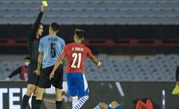 Wilmar Roldán estuvo correcto en mostrarle amarilla a Matías Vecino y en no expulsarlo