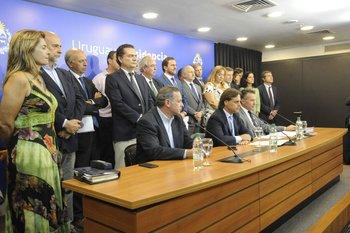 El presidente y sus ministros anuncian los primeros casos de covid-19 en Uruguay, el 13 de marzo de 2020.