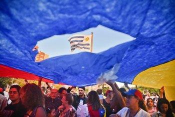 Venezolanos en Uruguay protestan contra Nicolás Maduro el 23 de enero de 2014.