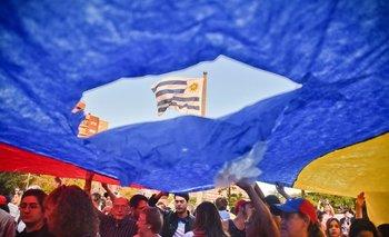 Manifestación de venezolanos en la Plaza de la Bandera