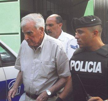 El exdictador Juan María Bordaberry es procesado con prisión por el delito de atentado a la Constitución. 2006