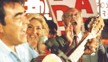Jorge Batlle cantando en la campaña presidencial de 1999
