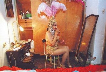 Marta Gularte se prepara para el que fue su último desfile de Llamadas. 2001