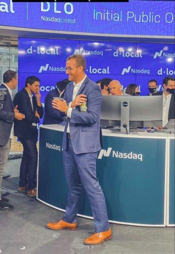 El CEO de dLocal, Sebastián Kanovich, tomando mate en Wall Street