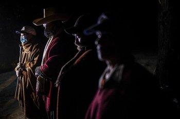 Las rondas campesinas salen diariamente a patrullar los campos en Perú.