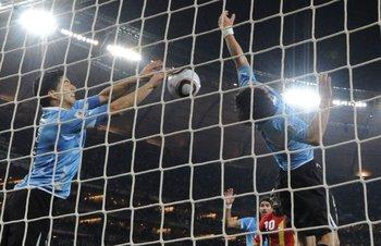 La mano salvadora de Suárez en el partido contra Ghana en el mundial de Sudáfrica, el 2 de julio de 2010.