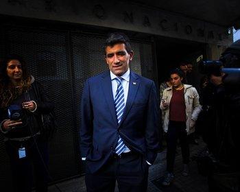 Raúl Sendic, el día de su renuncia, en la puerta de la Huella de Seregni en Montevideo, en 2017.