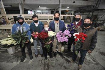 Algunos de los socios de la cooperativa de floricultores.