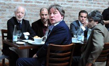 López Mena y el entonces ministro de Economía, Fernando Lorenzo, fueron sorprendidos por El Observador en 2012 junto con el supuesto representante de Cosmo, Hernán Calvo