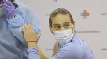 Martín Cáceres fue vacunado contra el covid-19 este viernes en el Complejo Uruguay Celeste