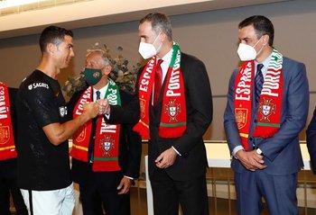 Cristiano Ronaldo saluda al rey Felipe VI de España