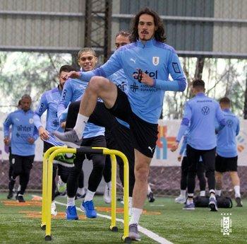 Edinson Cavani se sumó a los entrenamientos de la selección uruguaya pensando en la Copa América