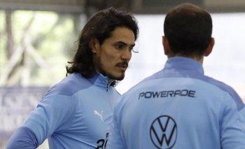 Cavani jugó en una posición nueva en la práctica informal
