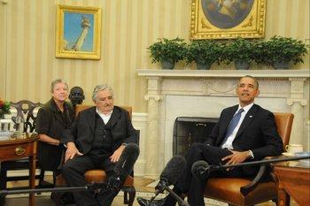 El exguerrillero y presidente de Uruguay, José Mujica, en el Salón Oval de la Casa Blanca, con el presidente de EEUU Barack Obama. 2014