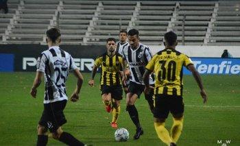Mathías Abero pasando al ataque
