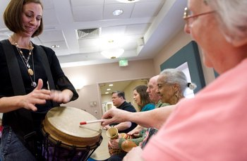 El organismo regulador de medicamentos de EEUU aprobó el fármaco contra el alzheimer