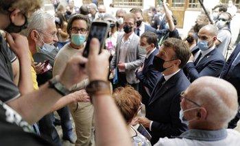 El presidente francés recibió un cachetazo en su mejilla izquierda mientras realizaba una visita por Drôme