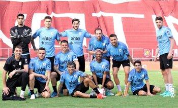 El equipo de Godín en el fútbol interno previo al partido con Venezuela; esta formación le ganó a la de Luis Suárez