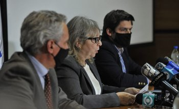 La presidenta de UTE, Silvia Emaldi, anunciando el pasaje de la auditoría a la Fiscalía.