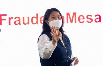 """Fujimori durante una conferencia de prensa en la sede de su partido en Lima donde planteó """"irregularidades"""" y """"señales de fraude"""""""
