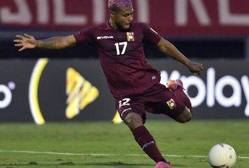 Josef Martínez y su remate en el gol que el VAR anuló