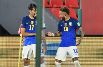Lucas Paqueta y Neymar de festejo