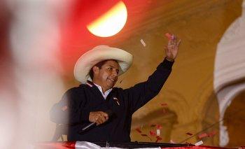 Castillo salió al balcón de su sede y se declaró ganador de la elección