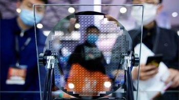 Líderes de las grandes empresas tecnológicas le dijeron a la BBC que el problema de la escasez de chips se puede prolongar hasta dos años