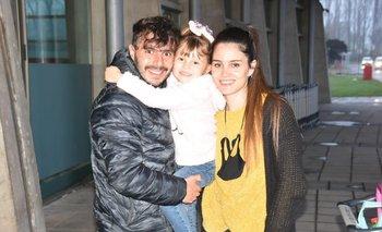 El futbolista Leandro Reymúndez al reencontrarse con su familia en Chile luego de dos meses y medio