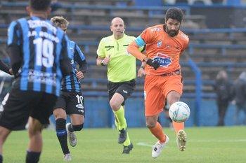 Despedida de Abreu del fútbol profesional, defendiendo a Sud América ante Liverpool