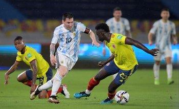El argentino Messi en acción frente a Colombia