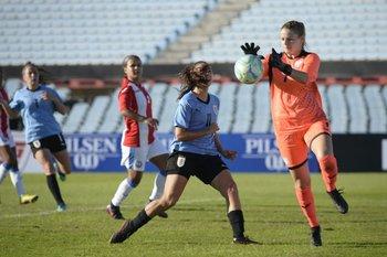 Esperanza Pizarro, siempre merodeando el gol