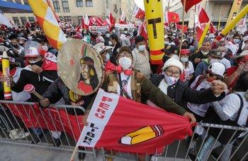 Simpatizantes de Castillo protestan en el centro de Lima el 8 de junio de 2021, tras acusaciones de fraude de Fujimori