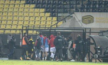 Tras las expulsiones de Ariel Nahuelpán y Martín González, se armó un gran lío entre los jugadores de ambos equipos