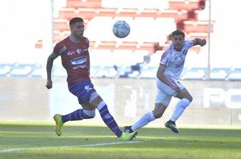 Alfonso Trezza centra, Nicolás Ramos no llega