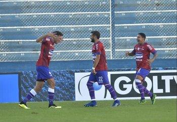 Nequecaur, Alfaro y Kaique celebran el 1-0