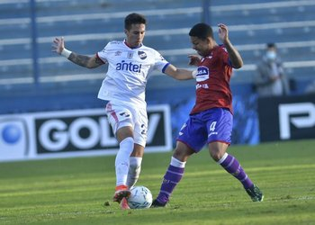 Pablo García elude a Kaique Vergilio