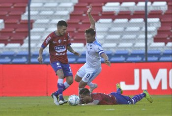 Falta de ataque de Bergessio sobre Ramos