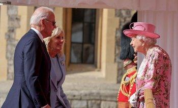La Reina Isabel II recibió y tomó el té con Joe Biden